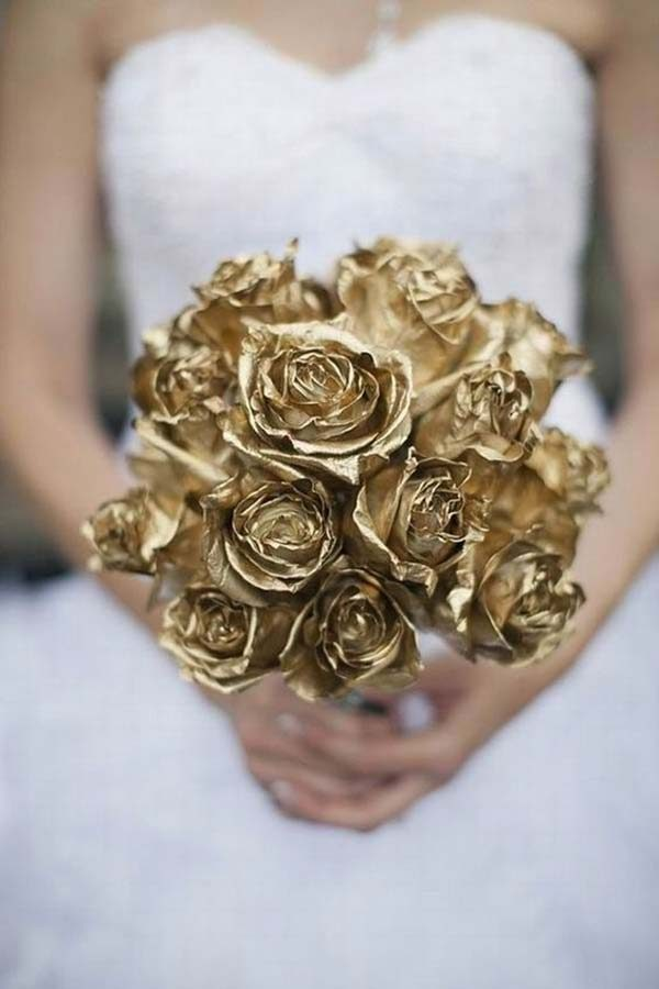 buquê de flores douradas