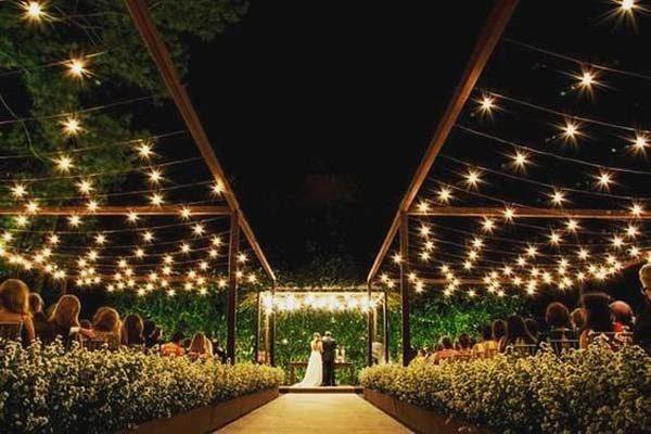 focos de luz na decoração de casamento
