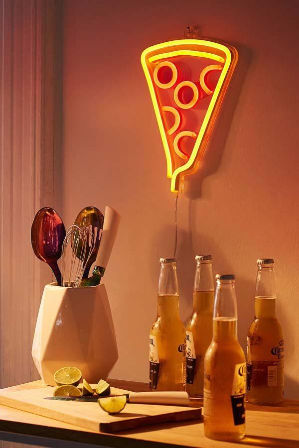 decoração neon na cozinha