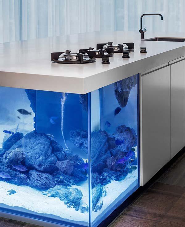 bancada com aquário