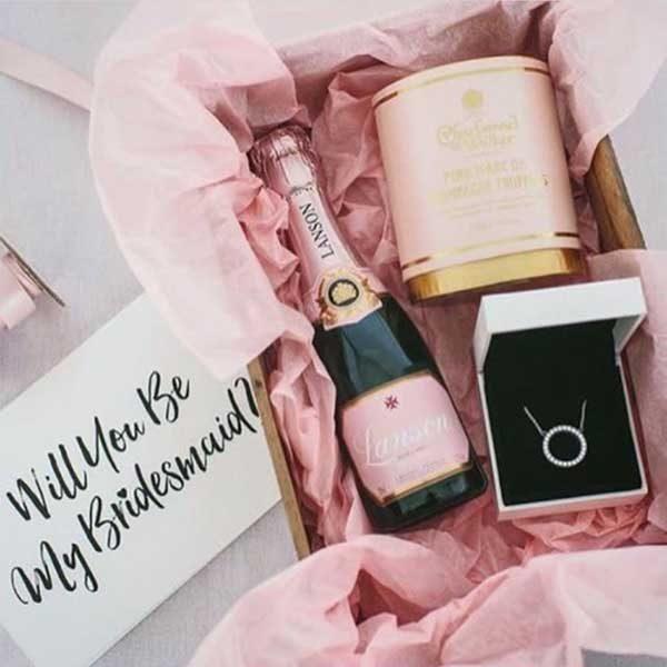 convite com bebida para madrinha de casamento