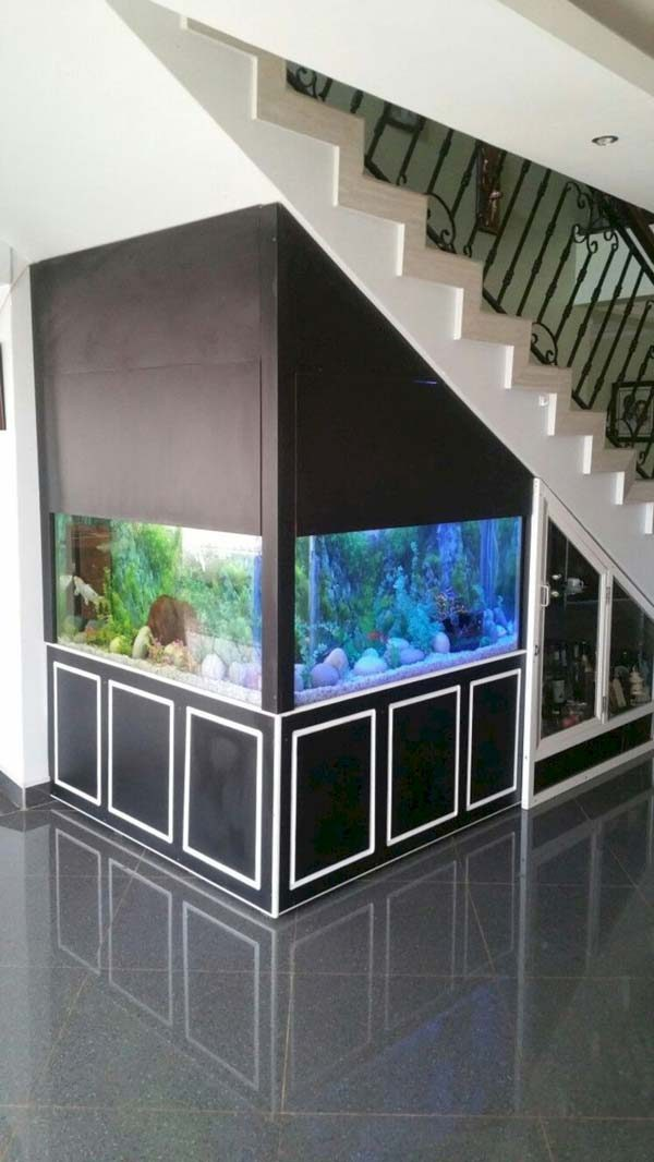 aquário embaixo da escada