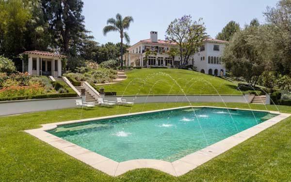 piscina da Angelina Jolie