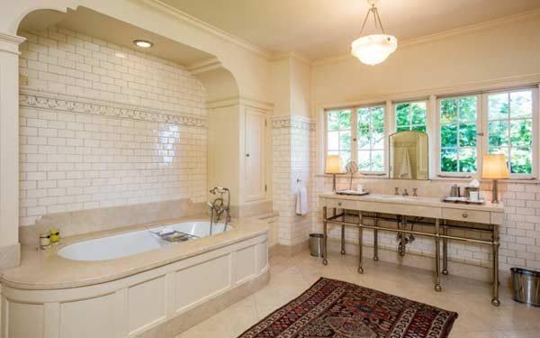 sala de banho de Angelina Jolie