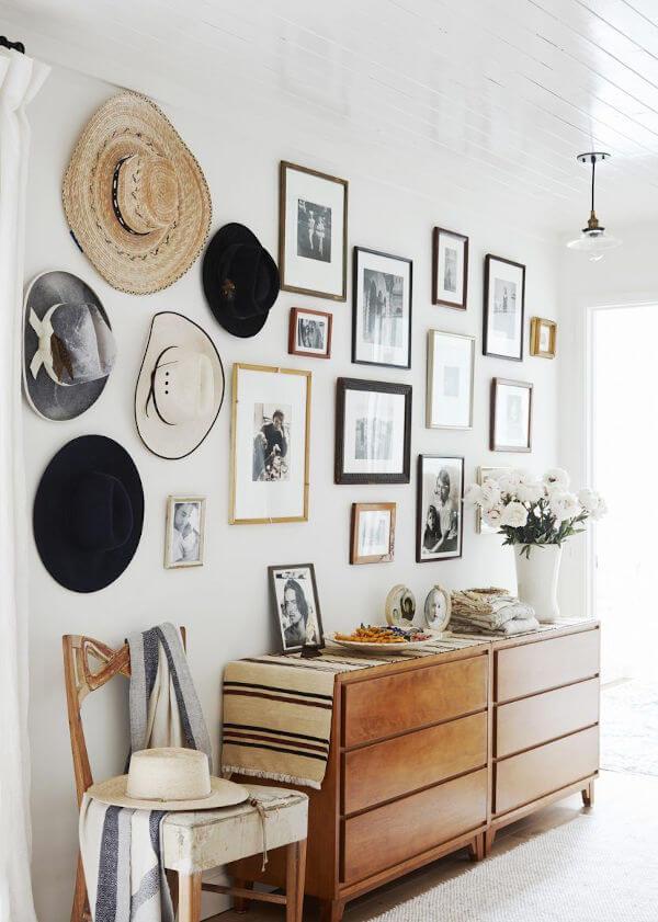 parede com chapéus