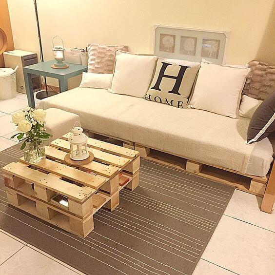 Palete sofa e mesa de centro