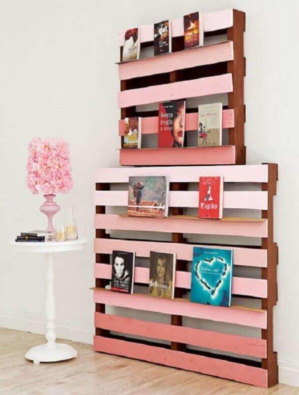 estante para livros de palete