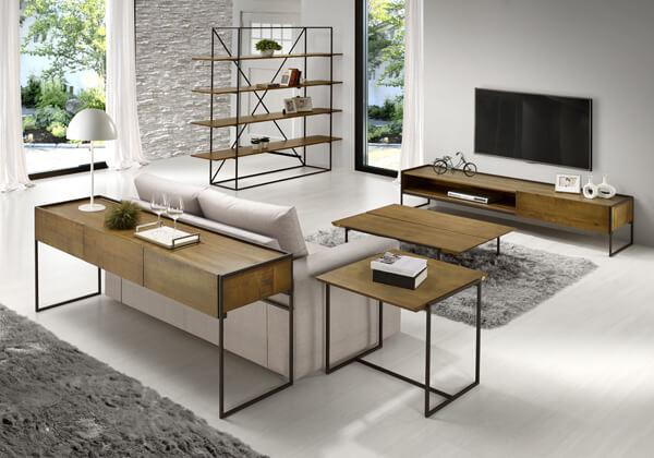 sala de estar com madeira e cores neutras