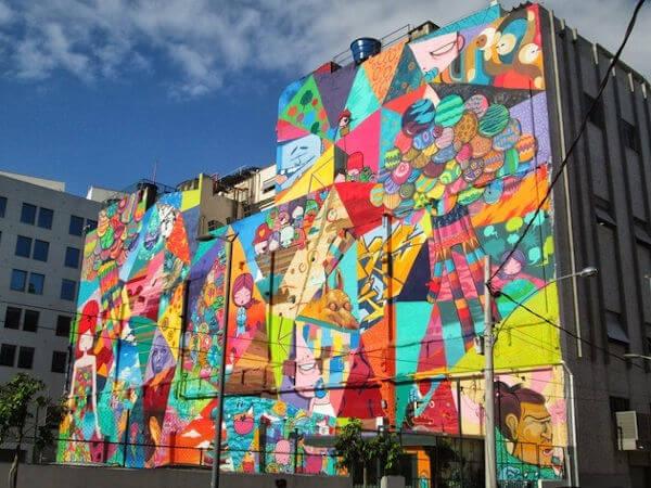prédio com grafite