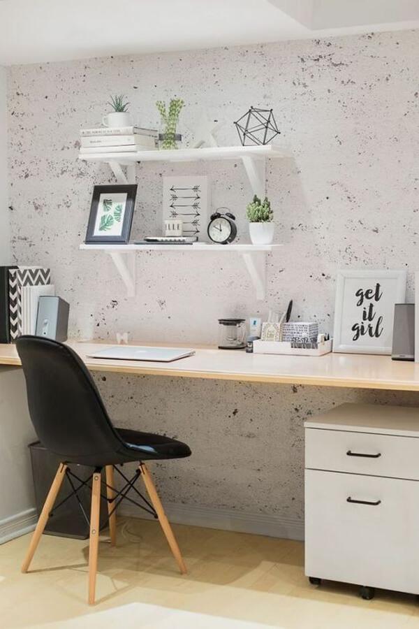 escritório com cores neutras
