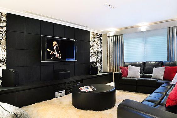 Sala com parede preta