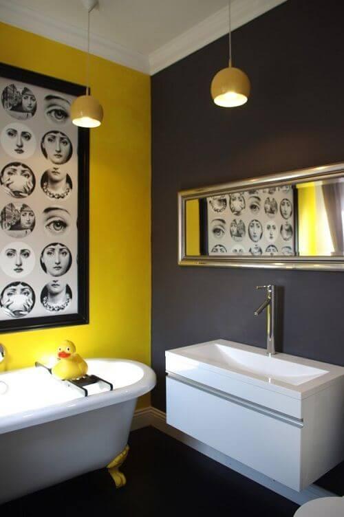 banheiro cinza e amarelo